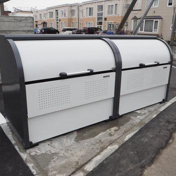 入り口出て横に大容量のゴミ箱