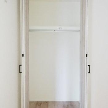 【洋室4.5帖】一人分にぴったりくらいのサイズ感です。