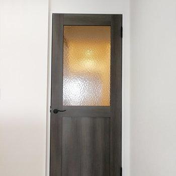 扉もかわいいんですよね。