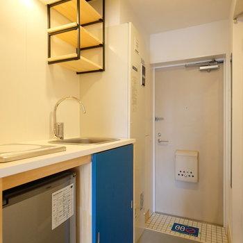キッチンスペースに移りましょう※写真は別部屋です