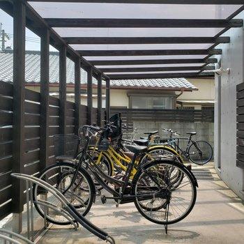 しっかり屋根付きの駐輪場を確保!