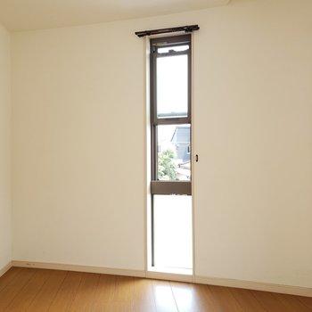 スライド式の窓がいい感じ♬(※写真は清掃前のものです。)