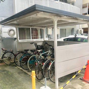 自転車乗りさんも安心!屋根付きです!