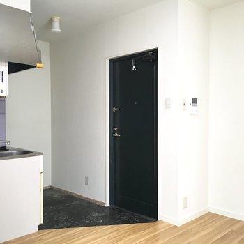 シューズボックスは玄関向かって左に置けそうかな。