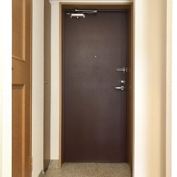 玄関はちょうどいいサイズ。