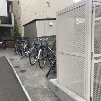 自転車置き場もしっかりと