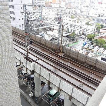 すぐ下は線路。電車の音が和む〜!