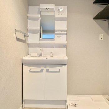 脱衣所には、洗濯機も置けます