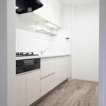 【LDK】ゆったりしたキッチンには収納がたっぷり。