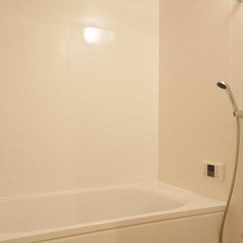 浴室には追焚機能つき。