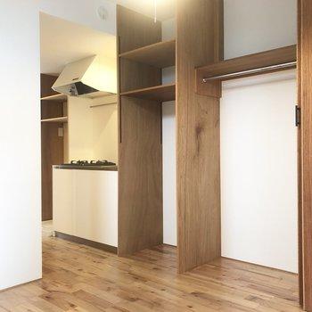キッチン横は冷蔵庫置き場。