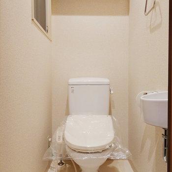 【下階】トイレは玄関横にあるんです。