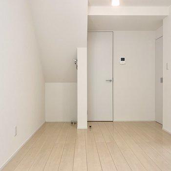 洗濯機置き場はお部屋の左側