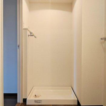 反対側に洗濯機置き場