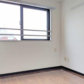 【洋室②】物置にしても作業部屋にしてもいいですね