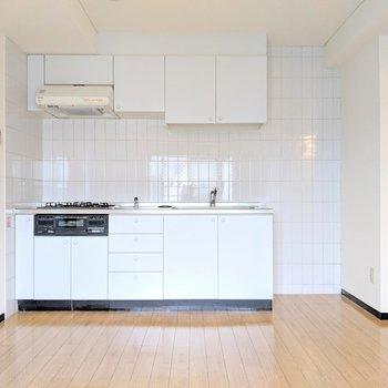 【リビング】真っ白なキッチン