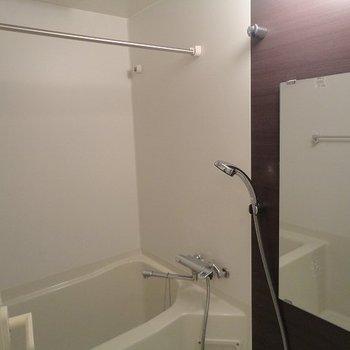 浴室乾燥機もついているので雨の日もお洗濯できますね。(※写真は10階の反転間取り別部屋のものです)