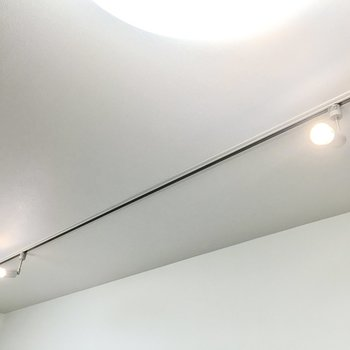 ダクトレールは好きな照明に付け替える事もできますよ◎