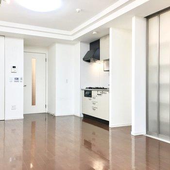 キッチン横に冷蔵庫スペースもしっかりあります。