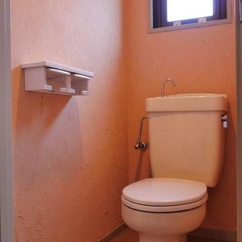 トイレは可愛い色味。