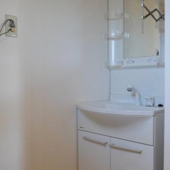 独立洗面台もここに。
