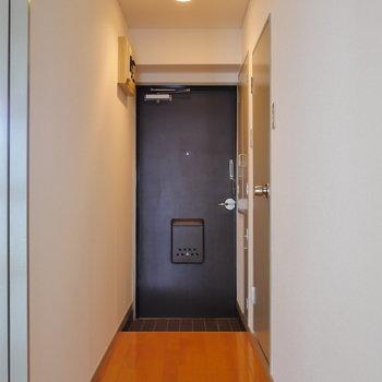 玄関〜廊下は長め。