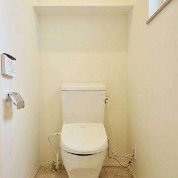 トイレの横には窓があるので換気もしやすいです※写真は前回募集時のものです