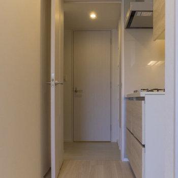 次はお手洗い。玄関の近くにあります。 ※写真は8階同間取り別部屋のものです