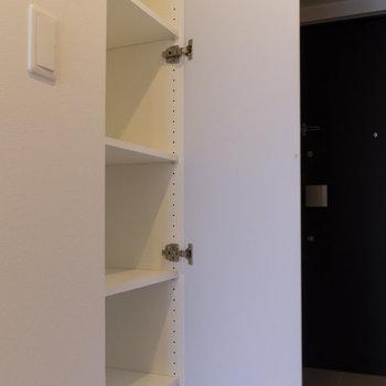 廊下にはもう一つ収納があります。