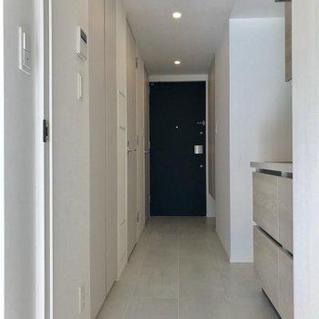 廊下に出てみよう※写真は2階の同間取り別部屋のものです。
