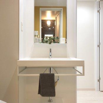 朝の準備に嬉しい独立洗面台です。※写真の家具類はイメージです