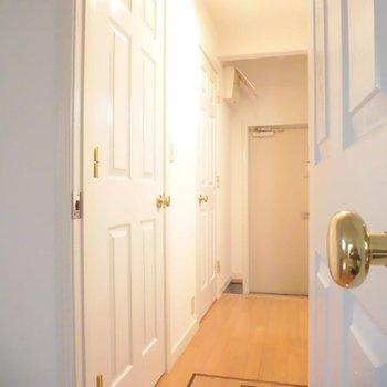この板チョコドアがお気に入り。※写真は同階の同間取り別部屋のものです