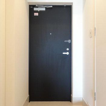 ゆったりした玄関※写真は8階の同間取り別部屋のものです