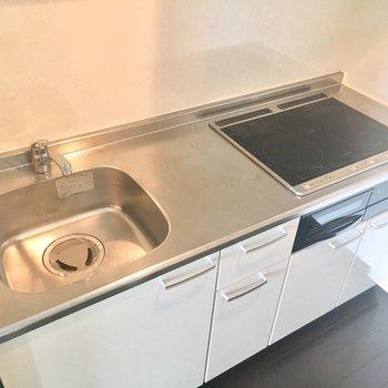 キッチンはお掃除しやすいIHタイプ!