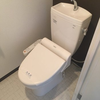 トイレはもちろんウォシュレット付き