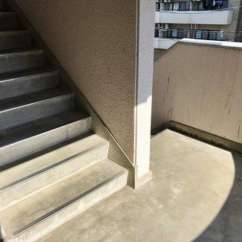 階段をのぼって2階まで。2階くらいならいい運動に◯