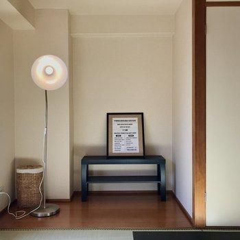 板の間にはデスクをおいて、ぷち書斎にしたり◯(※写真の家具小物は見本です)