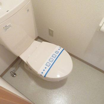 トイレは玄関横です(※写真は4階の反転間取り別部屋のものです)