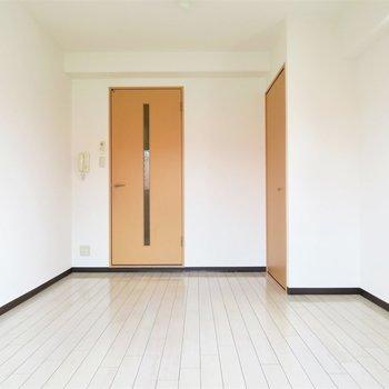 使いやしそうな四角形のお部屋(※写真は4階の反転間取り別部屋のものです)