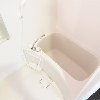 お風呂も新しくて綺麗です(※写真は3階の反転似た間取り別部屋のものです)