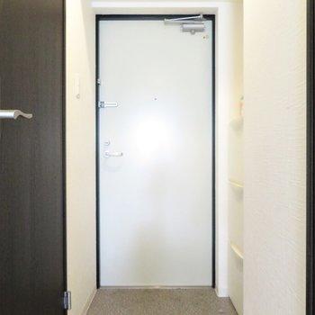 玄関スペースも一人では十分(※写真は3階の反転似た間取り別部屋のものです)
