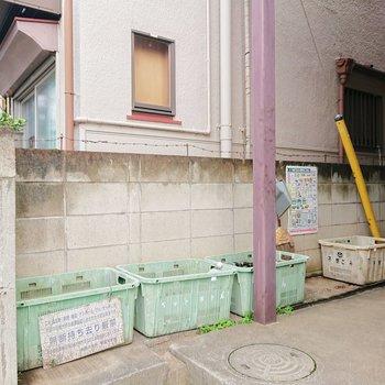 ゴミ捨て場が敷地内にありますよ。
