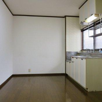 【DK】キッチン周りはゆとりがあります