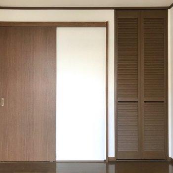 【洋室】ほらっ、クローゼットのドアもステキ…