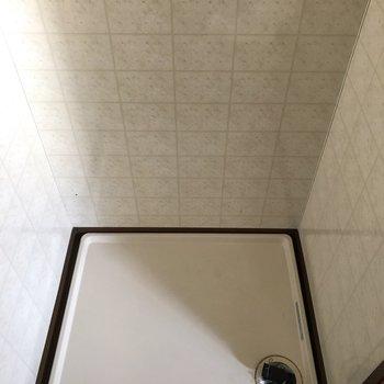 トイレ前に洗濯機置場があります。