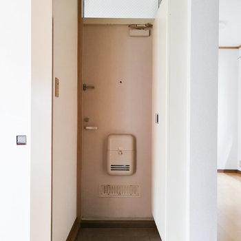 玄関はちょっと小さめかな。