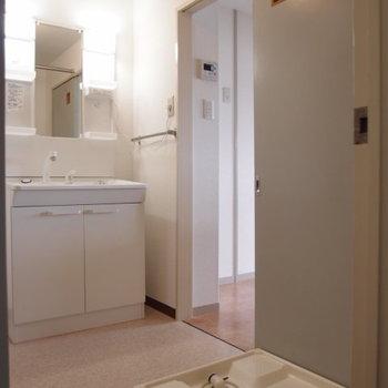 洗面台と室内洗濯機置き場あ