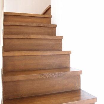 階段の段板は無垢です