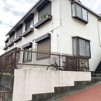 お部屋は住宅街のちょっとした坂の上にあります。