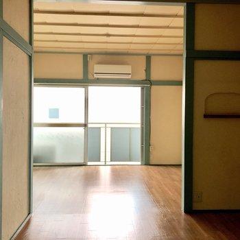仕切りはないですが、2部屋分くらいの広さがあります。